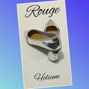Fashionable Silver Flats Size 7 By Rouge